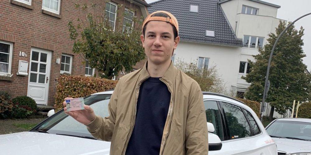 Mateo darf jetzt alleine Auto fahren 🚙