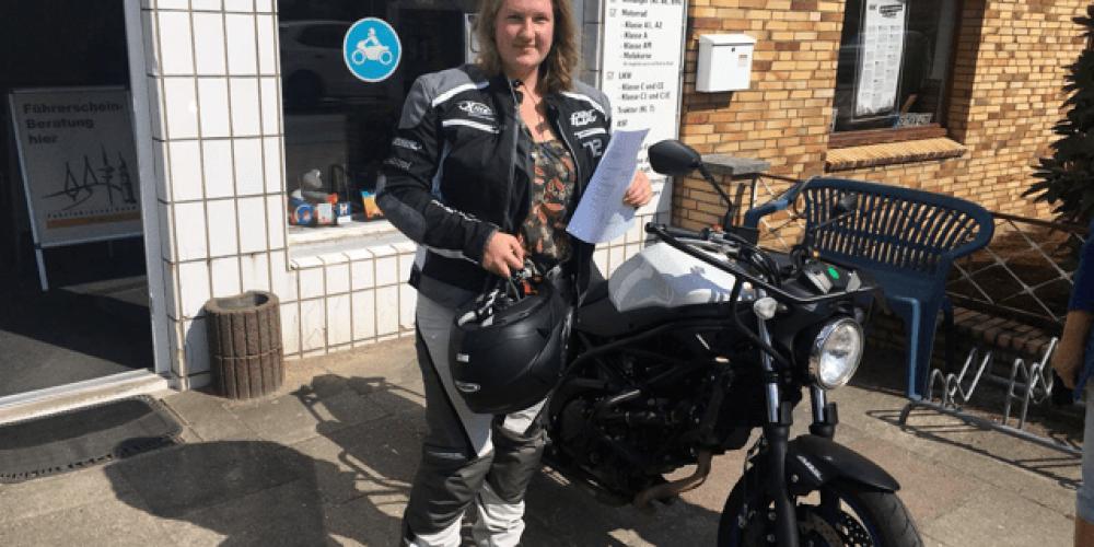 Johanna genießt den Fahrtwind seit Freitag 🏍