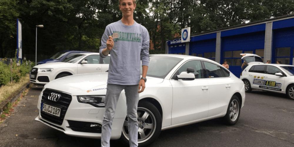 Thorben durfte Heute seinen Führerschein mitnehmen 🤗