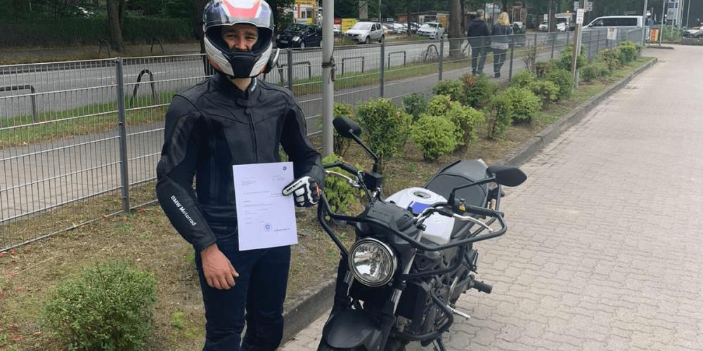 Nicolai kann jetzt mit dem Motorrad los
